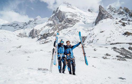 Andrzej Bargiel a Jędrek Baranowski po sjezdu z Laila Peaku. Foto: Bartłomiej Pawlikowski/Red Bull Content Pool