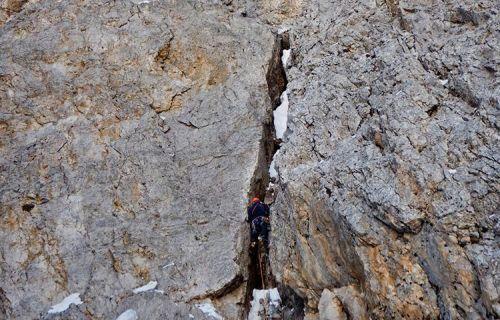 Matteo Faletti během prvovýstupu Elements of Life v severní stěně Cimon della Pala. Foto: Emanuele Andreozzi