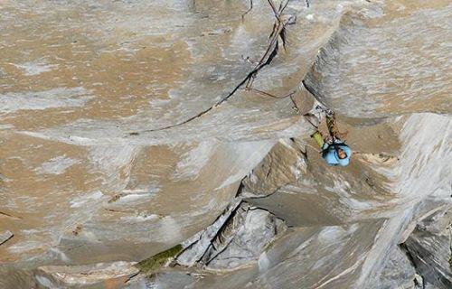 Brittany Goris během volného přelezu cesty Salathé Wall (5.13b). Foto: Garet Bleir
