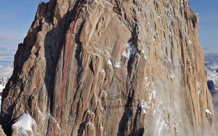 Cesta La Chaltenense (500 m, 7a) v jižní stěně Fitz Roy. Foto: © Patagonia Vertical