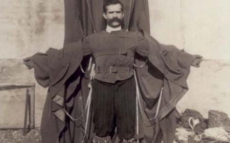 Franz Reichelt ve svém létajícím obleku