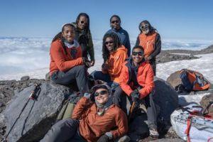 Část členů expedice na vrcholu Mt. Rainier, foto: www.mountaineers.org