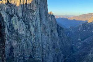 El Gigante v národním parku Basaseachic, Mexiko, foto: FB Sashi DiGiulian