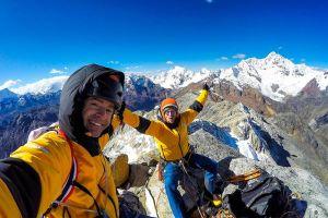 Iker Pou a Eneko Pou na vrcholu Nevado Huamashraju East v Peru, foto: Iker Pou/Eneko Pou