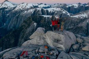 Prvovýstup Füta Chao (5.12, A2+) – první cesta v severní stěně Cerro Huinay v Patagonii. Foto: Pancho Herrera/www.phbfoto.com