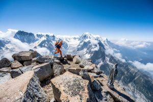 Dani Arnold na vrcholu Petit Dru, foto: Romano Salis