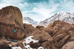 Alexandra Johnson v boulder The Swarm (8B), Buttermilks. Foto: Bree Robles