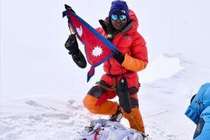 Dawa Yangzum Sherpa na vrcholu Annapurny