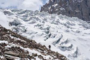 Ledovec Aksai v Kyrgyzstánu, nad údolím Ala Archa
