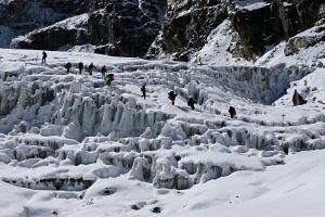 Ledovec pod sedlem Chola